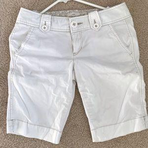 Aéropostale - White ladies short free style